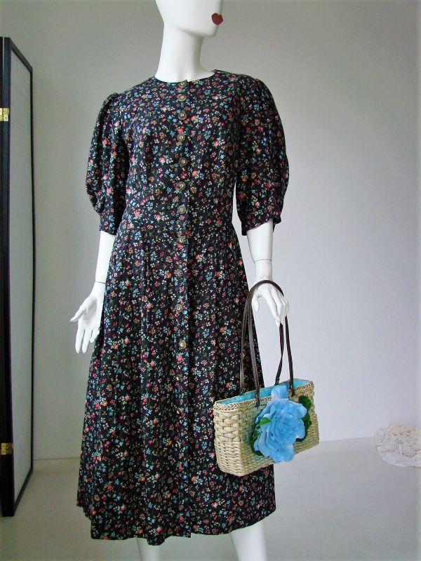 Rochie vintage midi panza bumbac neagra floricele creata ampla jos maneci scurte bufante