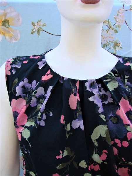 cele mai recente prima vedere super ieftin Bluza neagra flori roz mov voal subtire fara maneci Orsay