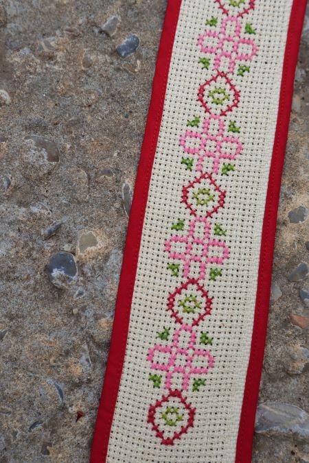 Decoratiune traditionala broderie manuala pe panza vintage